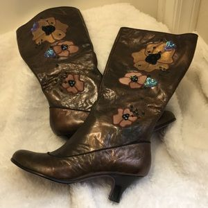 Shoes - Uptown boots with beautiful flower embroidery